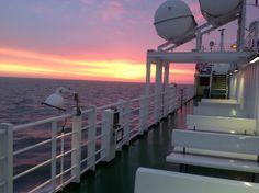 """Auf dem Weg vom ostfriesischen Emden zur Insel Borkum hat man von Bord der AG """"EMS"""" Schiffe eine perfekte Aussicht auf die schöne Nordsee!"""