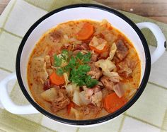 Sour Cabbage, Cabbage Soup, Hungarian Recipes, Hungarian Food, Goulash, Sour Cream, Thai Red Curry, Food And Drink, Bacon