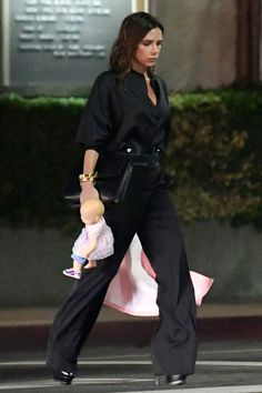 Victoria Beckham Ups Her Accessories Game in All Black - October 2016