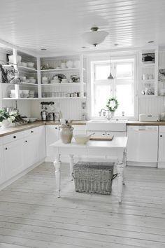 Vicky's Home: Una cocina sencilla y cálida de estilo vintage /A simple and warm vintage style kitchen