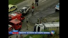 Carreta tomba em acidente em Campo Grande (RJ) - Vídeos - R7