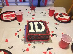 One Direction cake One Direction Cakes, Birthday Parties, Birthday Cake, Cake Ideas, Party Ideas, Desserts, Food, Anniversary Parties, Tailgate Desserts