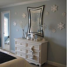 Winter Themed Room | ABOVE and LEFT: This artic theme bedroom features penguins, polar ...