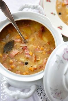 Wyśmienita polska grochówka Polish Soup, Soup Recipes, Cooking Recipes, Snacks Für Party, Polish Recipes, Slow Food, Healthy Dishes, Food Inspiration, I Foods