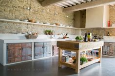 Stone and wood kitchen interior BioMalta RAL 7010 Grigio Tenda : by Marcello Gavioli Rustic Kitchen Decor, Kitchen Interior, New Kitchen, Kitchen Dining, Rustic Kitchen Island, Rustic Kitchens, Kitchen Ideas, Beautiful Kitchens, Cool Kitchens