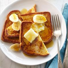 French toast made with vanilla, cinnamon and nutmeg then topped with banana slices.