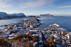 Ålesund, Norway (by Ian Humes via Flickr)