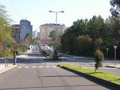 """Rúa da Cultura. """"A Estrada 2005 GFDL47"""". A través de Wikipedia - http://gl.wikipedia.org/wiki/Ficheiro:A_Estrada_2005_GFDL47.JPG#mediaviewer/File:A_Estrada_2005_GFDL47.JPG"""