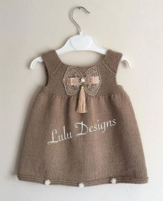 payla mlar fikir ama l d r r nler bana Baby Girl Party Dresses, Dog Dresses, Baby Outfits, Diy Crafts Dress, Dress Designs For Girls, Layette Pattern, Crochet Summer Dresses, Knit Baby Dress, Gender Neutral Baby Clothes