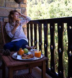 Desayuno en El Mirador, con vistas a la Sierra de San Juan de la Peña