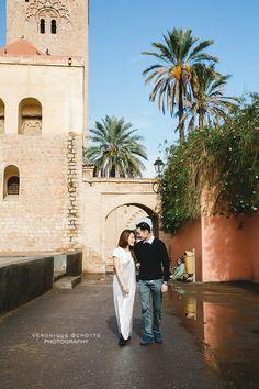 Couple photo session in Marrakech - Djemaa El Fna - Morocco copyright Veronique Schotte