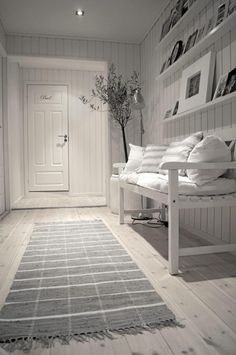 Entry hall in white and grey via Planete Deco Design Hall, Interior And Exterior, Interior Design, Interior Ideas, Hallway Inspiration, White Cottage, Cottage Style, White Rooms, White Houses