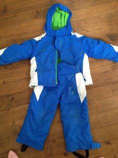 Combinaison (pantalon et anorak) de ski enfant taille 3 ans Très chaude. Le pantalon s'accroche à l'anorak par une fermeture éclair derrière pour éviter les courants d'air! Porté qu'une seule saison de ski. Location particulier à particulier, combinaison ski enfant 3 ans, à Annecy  (74000)_www.placedelaloc.com