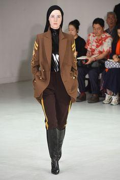 Guarda la sfilata di moda A. F. Vandevorst a Parigi e scopri la collezione  di abiti e ff600cc179f
