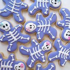 Halloween gingerbread skeletons