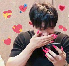 wonho with nails filter :D Meme Faces, Funny Faces, Love In Korean, Image Meme, Monsta X Funny, Bts Texts, Funny Kpop Memes, Kpop Guys, Love Memes