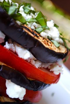 Grilled Eggplant and Goat Cheese Stacks~sounds/looks delish! Healthy Recepies, Healthy Food, Grilled Eggplant, Greek Cooking, Greek Recipes, Goat Cheese, Growing Eggplant, Greek Meze, Food Porn