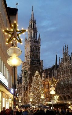 Christmas fair on Marienplatz in Munich, Germany | by to.wi