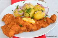 Snitel vienez reteta autentica austriaca de Wiener Schnitzel | Savori Urbane Wiener Schnitzel, Cordon Bleu, Carne, Good Food, Food And Drink, Meat, Chicken, Recipes, Vienna