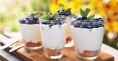 A sweet semifreddo with blueberries No Bake Desserts, Dessert Recipes, Lemon Meringue Cheesecake, Good Food, Yummy Food, Think Food, Different Recipes, Deli, Blueberry