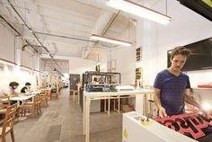 Fabcafé Barcelona, fablab de encuentro y colaboración para Makers - http://www.hwlibre.com/fabcafe-barcelona-fablab-encuentro-colaboracion-makers/