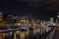 HAFENCITY - Night over Hafencity Sandtorkai  Nacht in der Hafencity am Sandtorkai