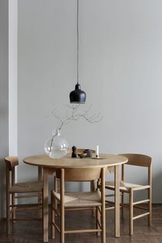 found in photographer Emily Laye´s home for sale. Styled by Josefin Hååg. Here you can find some key pieces to get the contemporary style at home.
