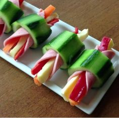 This quick and easy cheese and pepper stick rapped in ham inside hollow cucumber slice is the quick &; This quick and easy cheese and pepper stick rapped in ham inside hollow cucumber slice is the quick &; Appetizers For Party, Appetizer Recipes, Appetizer Ideas, Tapas, Good Food, Yummy Food, Food Platters, Meat Trays, Meat Platter