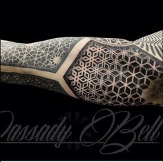 Dassady Belle sleeve work. Futuristic patterns