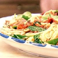 Linguine with Giant Shrimp and Baby Spinach is a great pasta dish. Learn how to make Linguine with Giant Shrimp and Baby Spinach like a pro. Buddy Valastro, Spinach Recipes, Pasta Recipes, Cooking Recipes, Spinach Cake, Baby Spinach, Shrimp Dishes, Pasta Dishes, Greek Recipes
