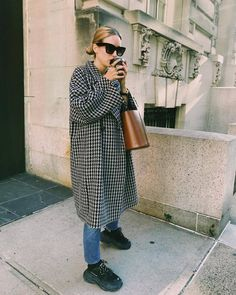 Need some inspiration for cold-weather fashion? Here are the best winter outfit … Need some inspiration for cold-weather fashion? Here are the best winter outfit ideas to wear this season. Simple Winter Outfits, Winter Outfits Women, Winter Fashion Outfits, Look Fashion, Womens Fashion, Ladies Fashion, Fashion Fall, Fashion 2017, Fashion Trends