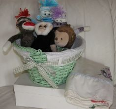 Five Little Monkeys story basket is a fun and exciting way to learn this rhyme! Book Area, Five Little Monkeys, Book Baskets, Reading Centers, Kindergarten Literacy, Dramatic Play, Book Projects, Preschool Art, Early Childhood Education
