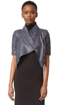 ¡Cómpralo ya!. Yigal Azrouel Cropped Short Sleeve Leather Jacket - Navy. A buttery soft Yigal Azrouel jacket, updated in a cropped profile. An angled zip closes the placket, and ribbed insets detail the short sleeves. 3 welt pockets. Lined. Fabric: Soft leather. Shell: 100% lambskin. Lining: 100% cotton. Leather clean. Imported, China. Measurements Length: 16.5in / 42cm, from shoulder Measurements from size 4. Available sizes: 0 , chaquetadecuero, polipiel, biker, ante, antelina, chupa…