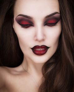 Pretty and scary vampire makeup ideas for unforgettable gothic Halloween party. Pretty and scary vampire makeup ideas for unforgettable gothic Halloween party. Halloween Makeup Witch, Halloween Makeup Looks, Halloween Ideas, Scary Halloween, Halloween Nails, Costume Halloween, Halloween Party, Pretty Halloween, Scary Witch