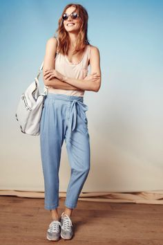 """Pantalon """"Chambray Paperbag"""" de Anthropologie : 60 pantalons qui font le printemps ! - Journal des Femmes"""