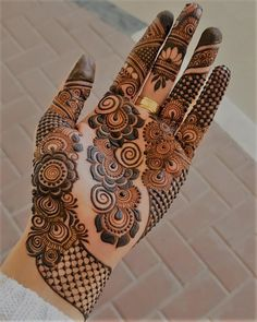 Arabic mehndi designs are the most versatile of them all and can be worn for any occasion and outfit. Here, we bring you most loved Arabic mehendi designs for you! Latest Arabic Mehndi Designs, Mehndi Designs 2018, Stylish Mehndi Designs, Mehndi Designs For Girls, Mehndi Designs For Beginners, Arabic Mehndi Designs Brides, Arabic Design, Mehandi Designs Modern, Diwali Designs