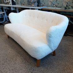 Jalo-sohva sai ylleen aidon lampaantaljan! Tub Chair, Accent Chairs, Furniture, Home Decor, Upholstered Chairs, Decoration Home, Room Decor, Home Furnishings, Home Interior Design