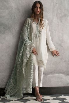 Beautiful Desi Summer Fashion in silk, Pakistani Fashion: Nida Azwer com Crepe silk shirt with textured borders and touch work with straight silk pants, in creams and pastel green. Pakistani Fashion Casual, Pakistani Formal Dresses, Pakistani Dress Design, Pakistani Outfits, Indian Dresses, Indian Outfits, Dresses For Eid, Pakistani Clothing, Ethnic Outfits