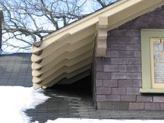 Gutter cut into the rafter tails. Craftsman Exterior, Craftsman Style, Exterior Paint, Exterior Design, Exposed Rafters, Garage Pergola, Bungalow Homes, Rafter Tails, Lake Cabins