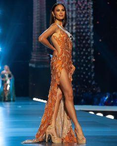 Miss Universo 2018 Catriona Gray - Filipinas anos - cm) Grey Fashion, Star Fashion, Fashion Outfits, Pretty Prom Dresses, Nice Dresses, Miss Universe Dresses, Miss Universe Philippines, Debut Gowns, Grey Gown