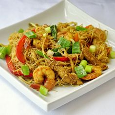 Singapore Style Noodles - an easily adaptable recipe that you can modify to suit your family's taste. This is a delicious quick meal any day of the week.