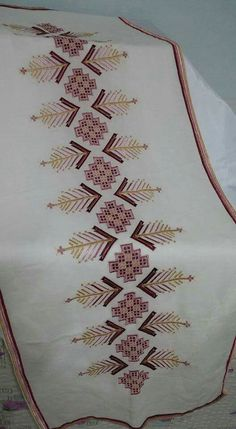This Pin was discovered by Neş Swedish Embroidery, Hardanger Embroidery, Cross Stitch Embroidery, Embroidery Patterns, Hand Embroidery, Cross Stitch Patterns, Drawn Thread, Thread Work, Swedish Weaving