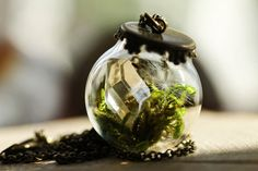 Etsy の Crystal terrarium necklace miniature by RubyRobinBoutique