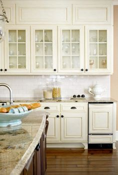 See more ideas about Best Antique White Kitchen Cabinets Antique White Cabinets Ideas Pictures Remodel And Decor TheCubicleViews Home Interior Design Off White Kitchen Cabinets, Off White Kitchens, Kitchen Cabinets Decor, Kitchen Redo, Kitchen Interior, Cream Cabinets, Kitchen Ideas, Kitchen Backsplash, Glossy Kitchen