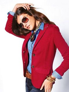 Amazing Outfit Combination For Red Blazer With Jeans 16 Look Blazer, Blazer With Jeans, Denim Shirt, Denim Jeans, Blazer Outfits, Casual Outfits, Blazer Dress, Chambray Outfit, Women's Red Outfits