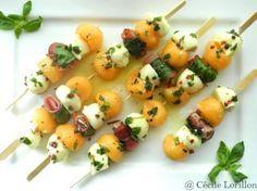 la recette des brochettes bio de melon et mozzarella marinée à l'huile d'olive Emile Noël : Une entrée colorée à picorer du bout des doigts par une chaude journée d'été !