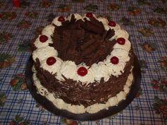Receta de la tradicional e irresistible torta selva negra, es una receta muy fácil de hacer y rica.