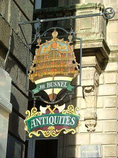 """*Enseigne """"Antiquités"""" à Saint Malo, France*"""