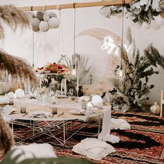 This Boho indoor picnic is the epitome of modern Boho. Picnic Theme, Picnic Birthday, Picnic Style, Indoor Bbq, Indoor Picnic, Bohemian Party Theme, Carpe Diem, Greenery Decor, Wedding Greenery