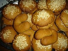 "Κρητικά κουλουράκια κανέλλας - Cretan Cinnamon ""Buns"" Greek Sweets, Greek Desserts, Greek Recipes, Sweets Recipes, Cooking Recipes, Greek Cookies, Biscuit Recipe, Mediterranean Recipes, Pretzel Bites"